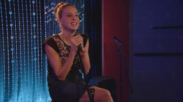 Trini en el Karaoke I Vive Cantando