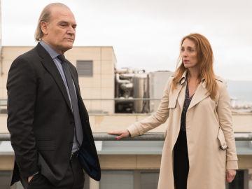 Sophie LeDuc y el comisario Casas en 'Bajo Sospecha'