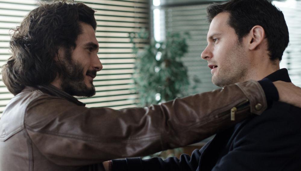 Víctor y Alain en el final de temporada de Bajo Sospecha