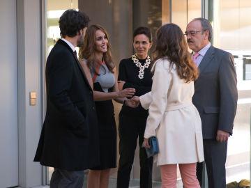 La familia Vergel reunida en torno a María en 'Sin Identidad'