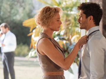 Claudia le exige a Carlos que abandone Bangkok
