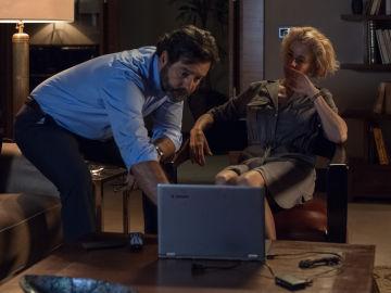 Luis descubre los vídeos sexuales de Claudia con Carlos