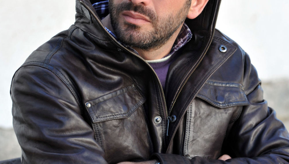 Antonio Garrido es Mario