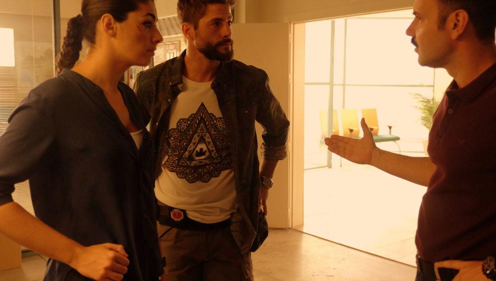 Héctor desconfía de Lola en 'Mar de Plástico'
