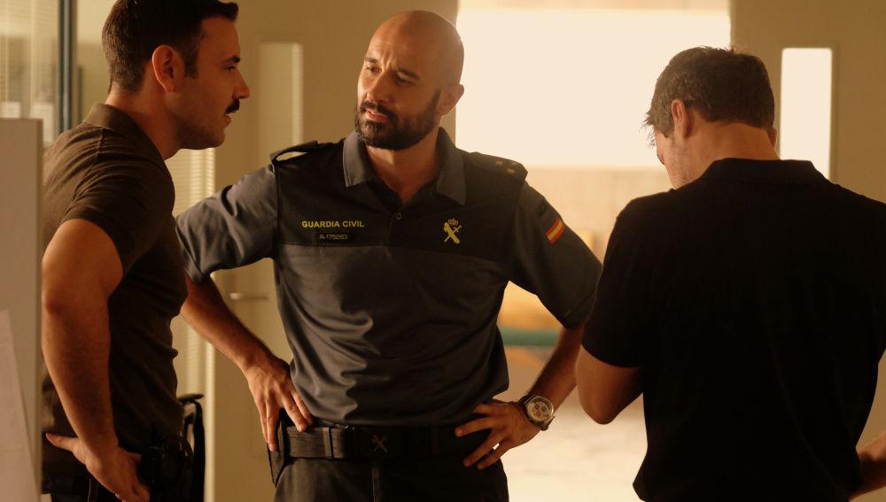La llegada del capitán inquieta a Pablo y Héctor