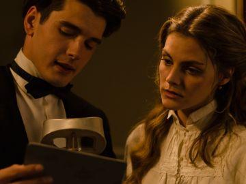 Julio y Alicia, la joven pareja en el Gran Hotel