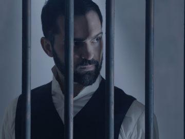 Diego detenido siendo acusado del homicidio de Cristina.
