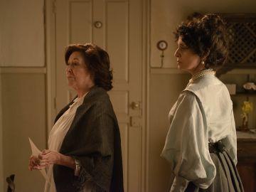 Ángela y Doña Teresa en el Gran Hotel