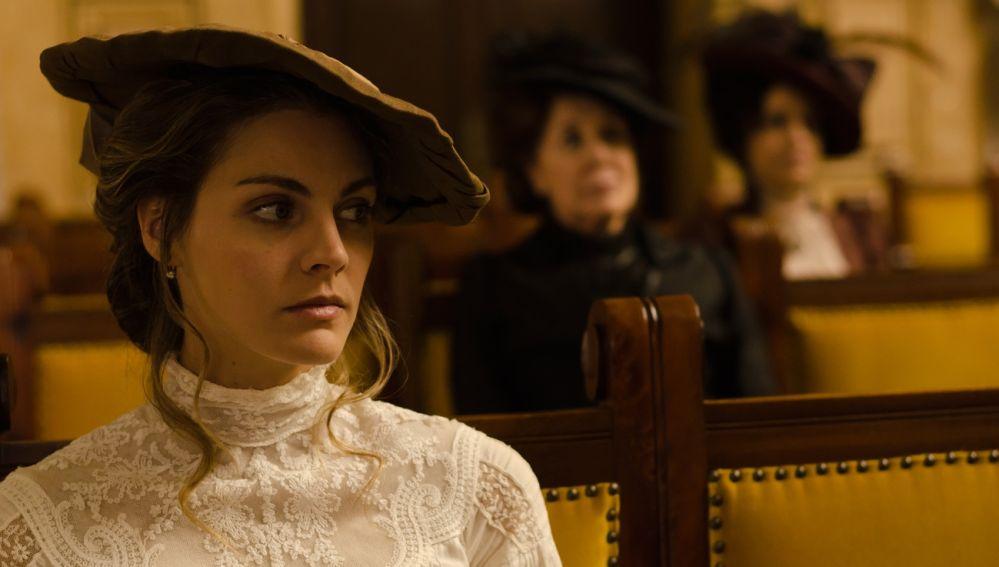 Alicia en el juicio sobre la muerte de Don Carlos