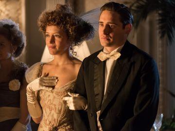 Andrés acudiendo a la boda de su hermano Javier con su mujer Belén.