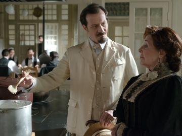 Ángela y Alfredo negociando sobre las condiciones del servicio.