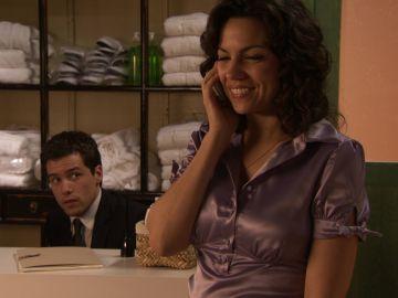 Sara intenta controlar el hotel y sus sentimientos hacia Óscar