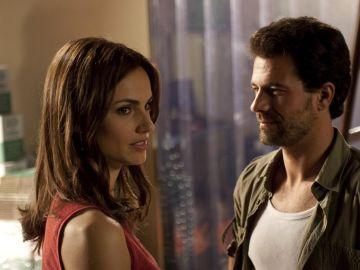 Norma sigue cerca de Juan, al menos apoyándole en su investigación