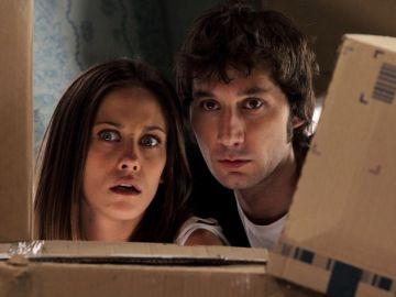 Ángel y Sandra, asustados. ¿Quién llega al camping?