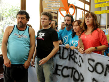 Manifestación frente a los recortes en 'Con el culo al aire'