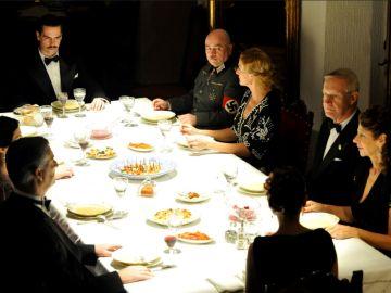 Sira acude a la cena de Manuel Da Silva